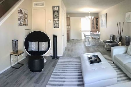 In heart of Old Town Scottsdale, *Prime Location*