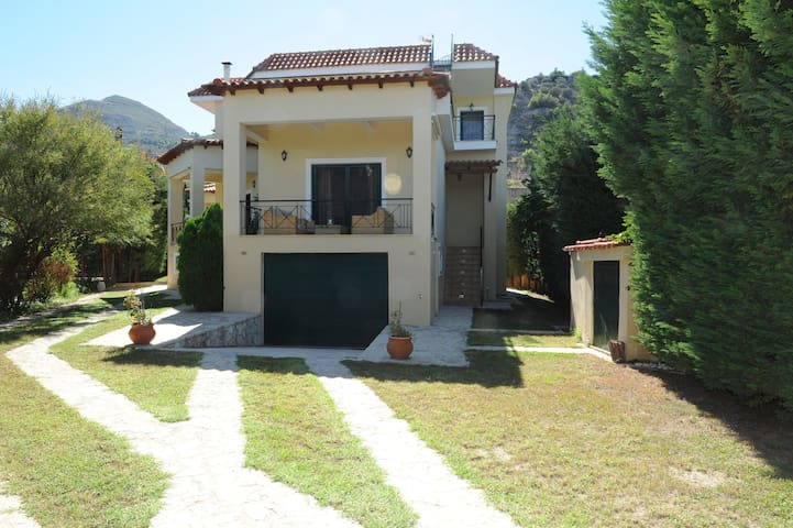 Luxurious maisonette for mountain and sea lovers!! - Paralia Trapezis - Huis
