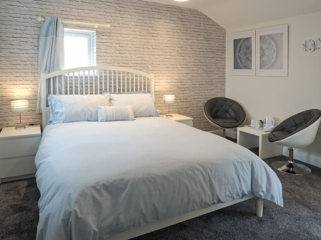 Teifi Netpool Inn - Blue Room