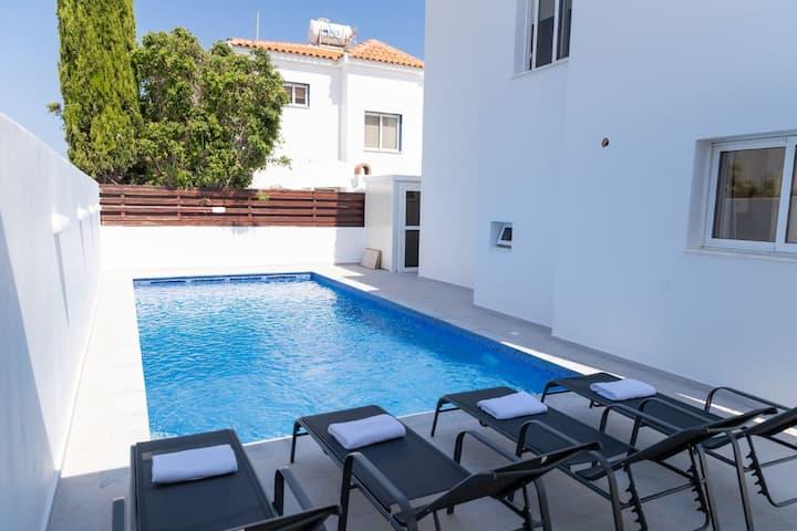SunnyVillas: New 4BR Villa☆Private Pool @AyiaNapa