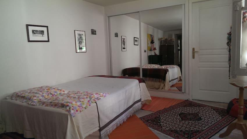 Vaste chambre à côté du musée du Louvre - Paris - Bed & Breakfast