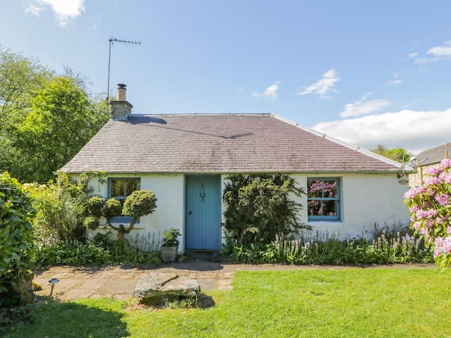 GATESIDE FARM COTTAGE, pet friendly in Fossoway, Ref 11369