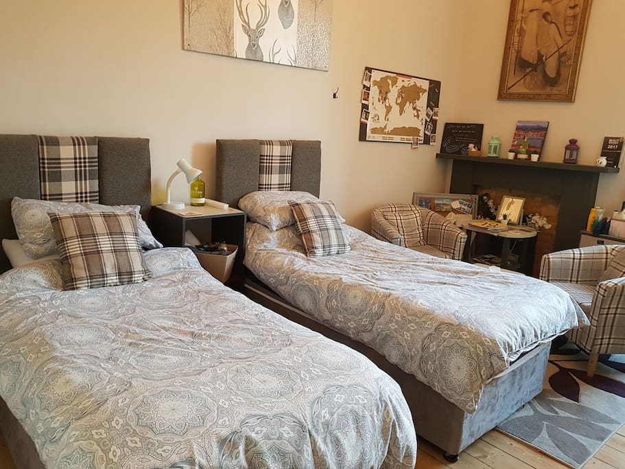 2 single beds and seating area