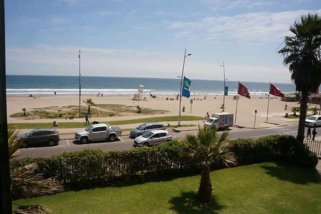 Av del Mar con 4 Esquinas, cercano a restaurantes, feria y comercio. A 2 minutos de la carretera Norte - Sur