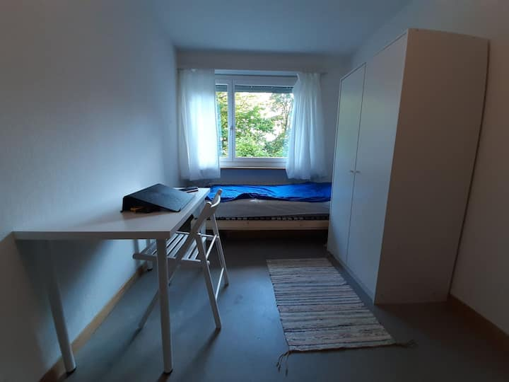 Private room in Kreis 10,quick acces to City & ETH