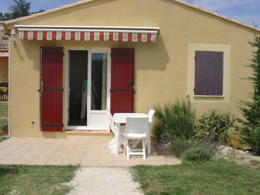 Terrasse et entrée privée
