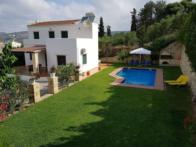 Villa Elia-Private pool&big garden, near to sea