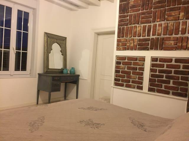 Chambre privée dans maison / jardin - Vers-sur-Selles - Casa