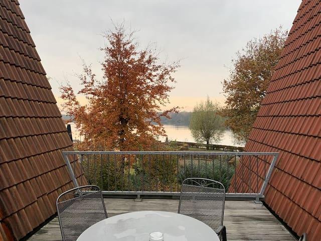 Schöne Wohnung mit Panorama-Dachterrasse am See