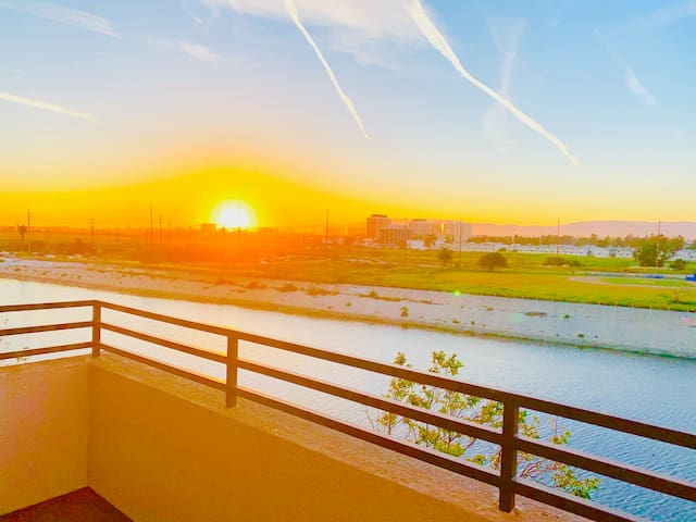 ☻Romantic Villa W/ LA River View + Big Balcony☻
