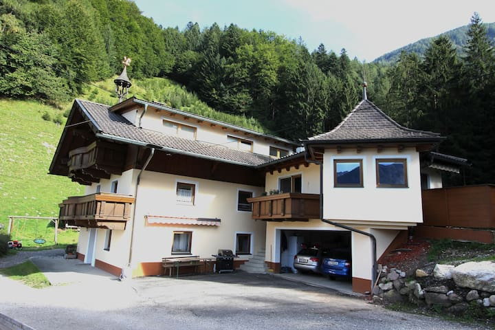 Nice child-friendly apartment in a quiet location on the edge of the forest