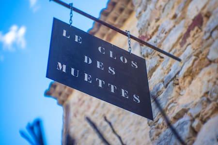Gite indépendant  typiquement  Provençale