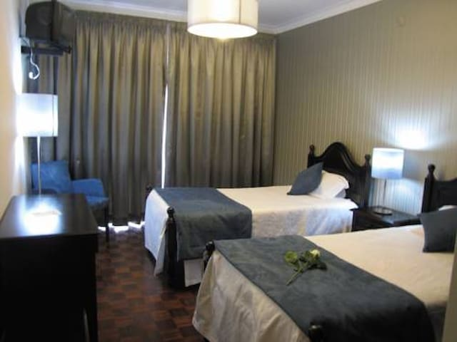 doble bedroom with private bathroom - Fátima - Bed & Breakfast