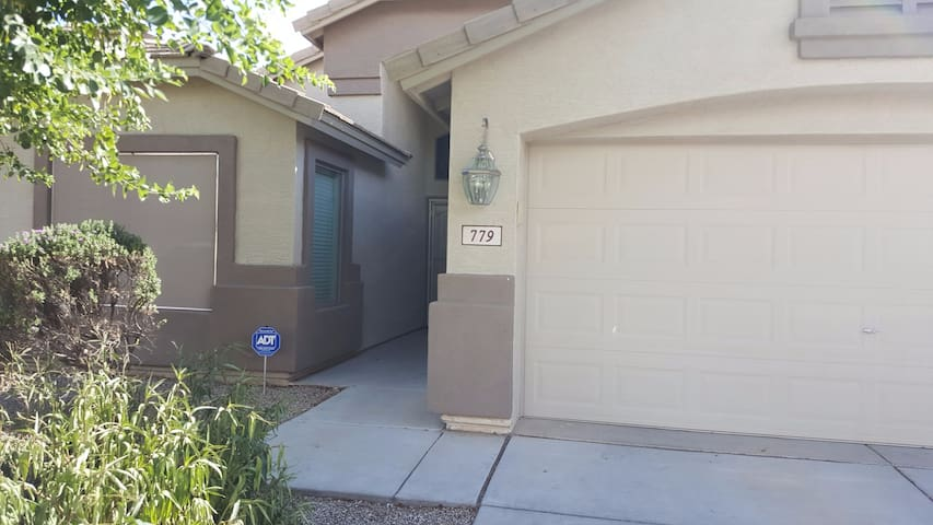 2 bedrooms, 1 bath FREE WIFI in QC, AZ