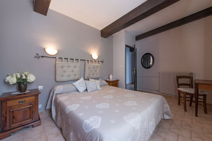 appartement very confortable - Entrevaux - Penzion (B&B)