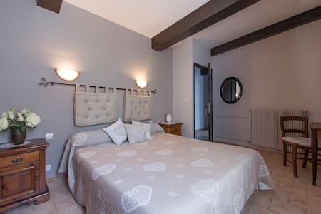 Appartement 6 personnes individuel - Entrevaux - Bed & Breakfast