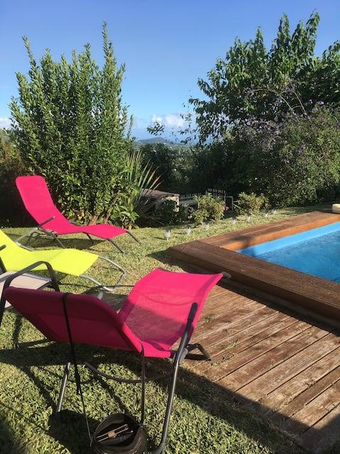 Studio avec terrasse privée et piscine commune