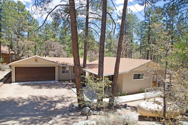 Goldwater Lake Cottage in the Pines - Prescott - Casa
