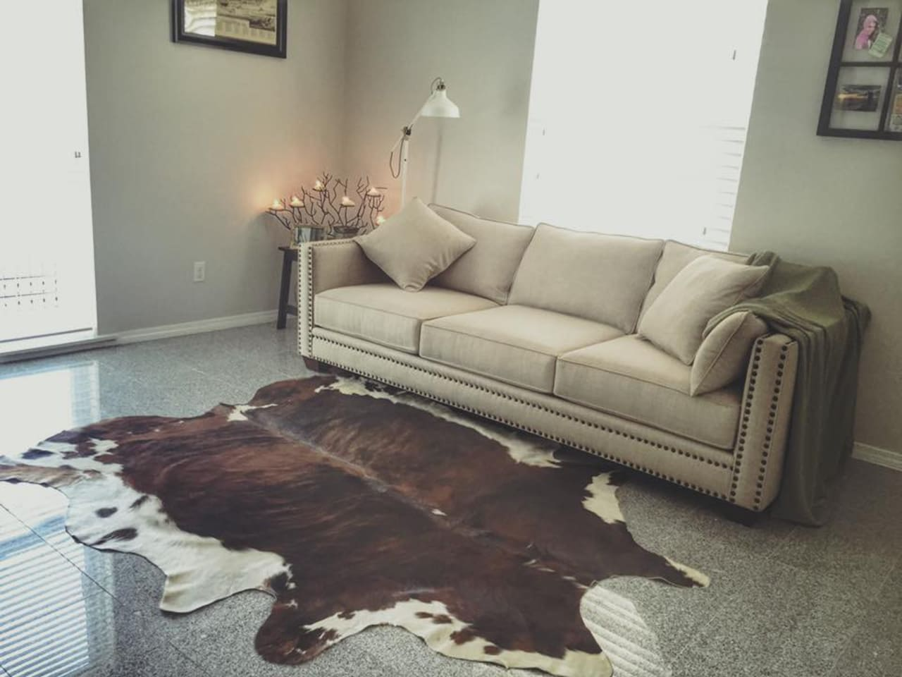 Living Room with 92' couch for additional sleeping.