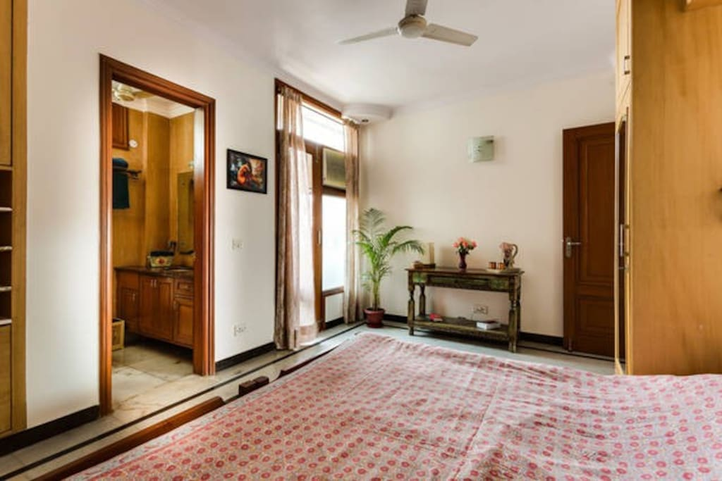 Private guest room - full view - full view - with balcony, airy, attached bathroom