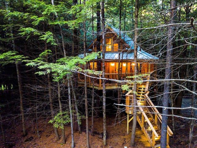 The Woods Maine: A Four Season Luxury Treehouse