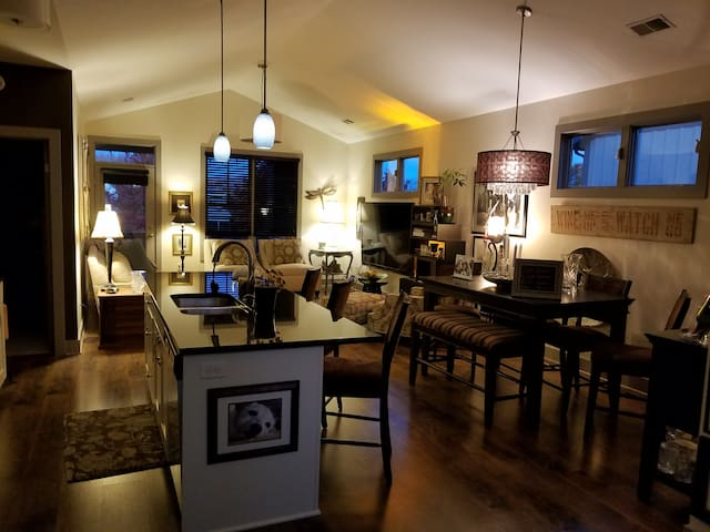 Beautiful Condo in the Sweet Spot of GR - Grand Rapids - Appartement en résidence