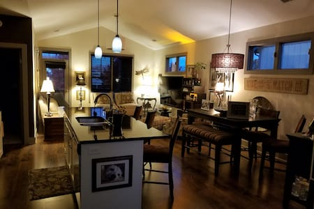 Beautiful Condo in the Sweet Spot of GR - Grand Rapids