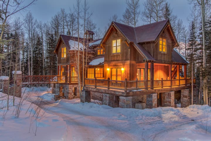 Enjoy an ideal mountain getaway at this spacious and stately log cabin home with a private hot tub