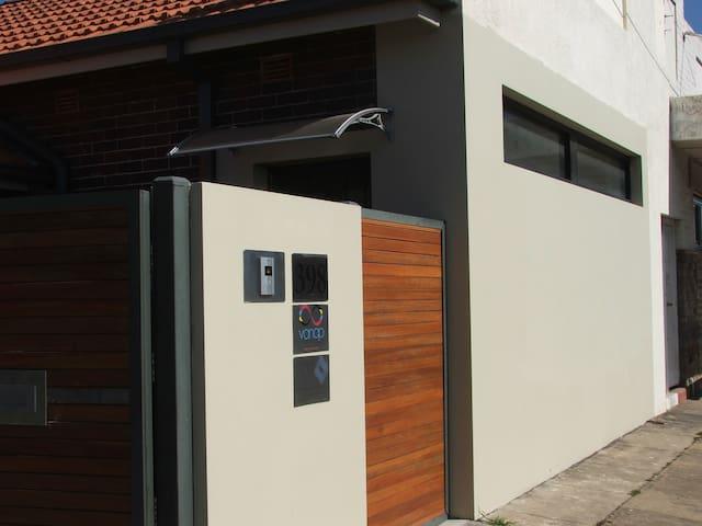 Vanap Inner Sydney 3br Apartment - Croydon Park - Wohnung