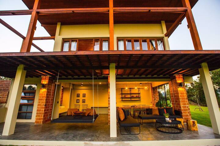 Brillian 3 BR Pool Villa Grand View in Pai!