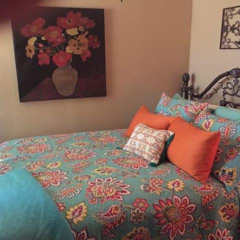 PEACEFUL & QUIET HOME W/ COMFY QUEEN BED