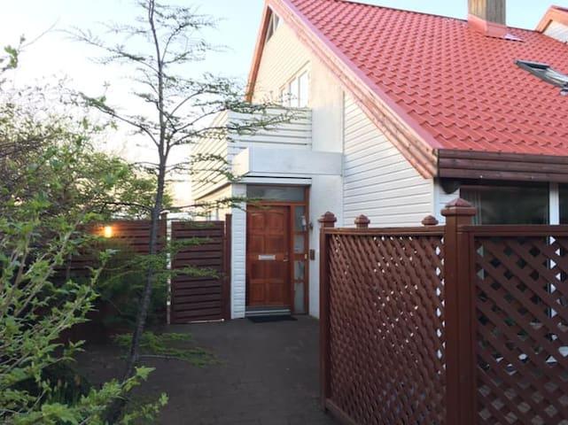 Cosy flat near Reykjavik Center