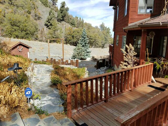 The Mojave Scenic Lodge with views of forever! - Wrightwood - Cabane