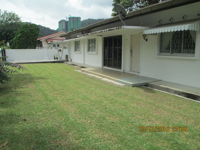 Penang -Large Bungalow near beaches - Tanjung Bungah - Bungalow
