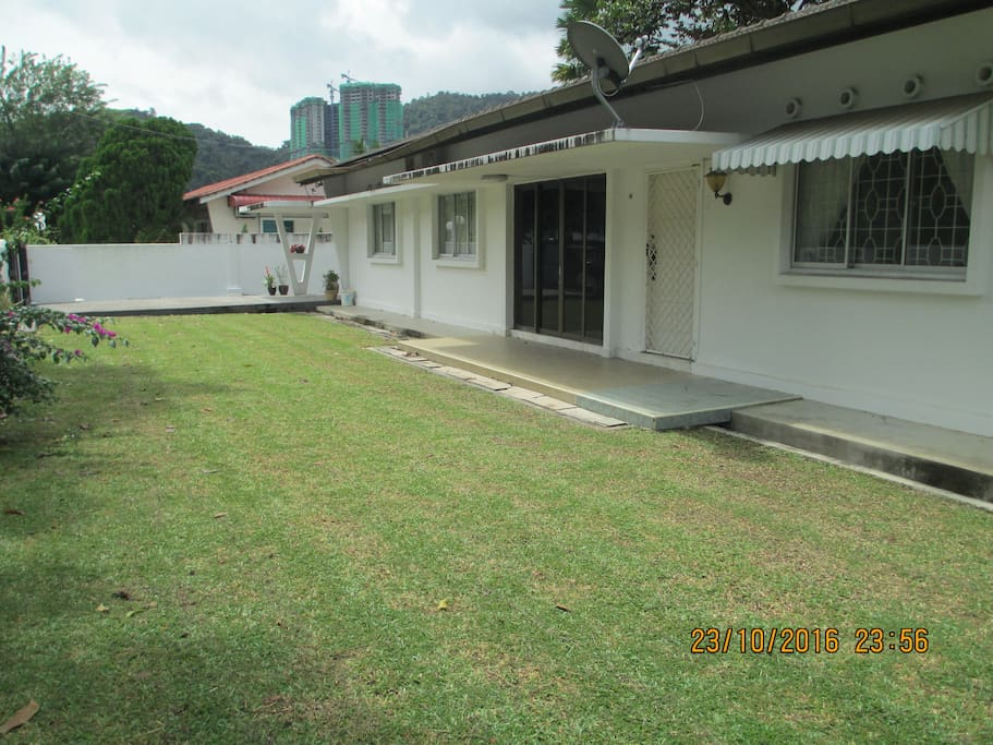 Large front lawn for kids to play.