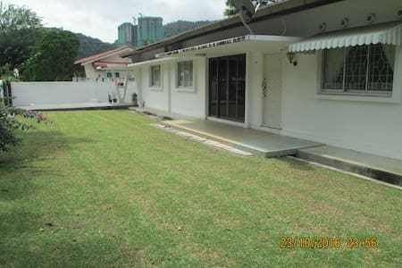 Comfortable spacious single storey bungalow - Tanjung Bungah - Bungalow
