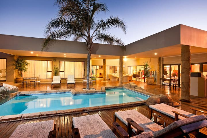 Poolside room @ Boulders Lodge - Oudtshoorn - Bed & Breakfast