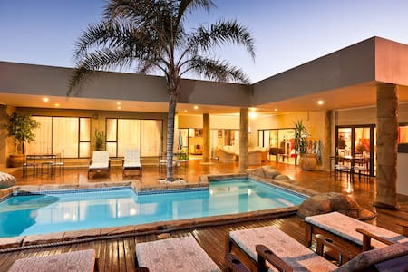 Poolside room @ Boulders Lodge - Oudtshoorn