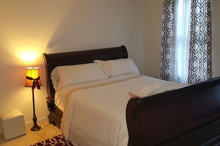 Private furnished room in a beautiful home - Bear