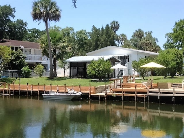 Friends Retreat with Manatees! - Weeki Wachee - House