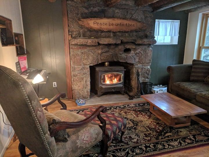 Rock & Log retreat home on S. St. Vrain Creek