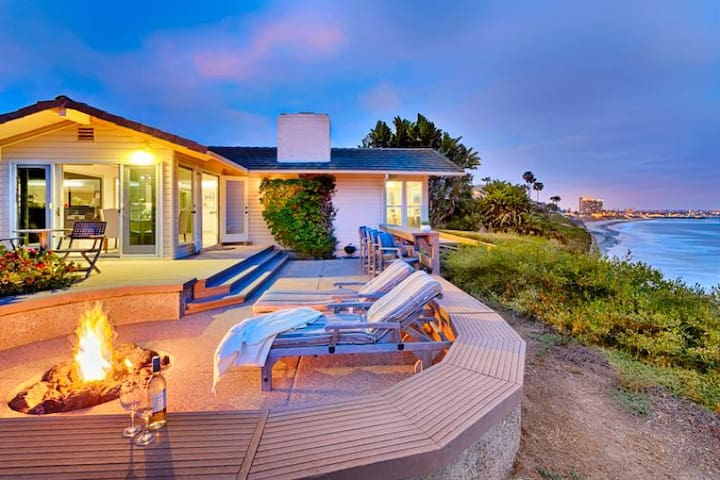 25% OFF AUG - Beautiful Oceanfront Home w/ Sweeping Whitewater Views