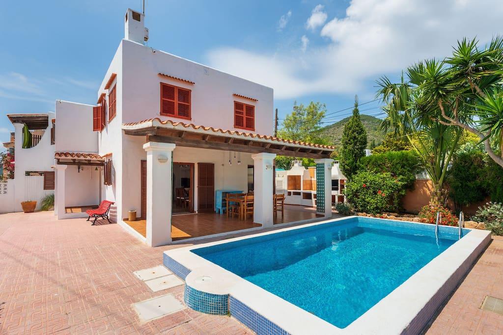 Villa ushuaia case in affitto a ibiza islas for Ospitare amici in casa