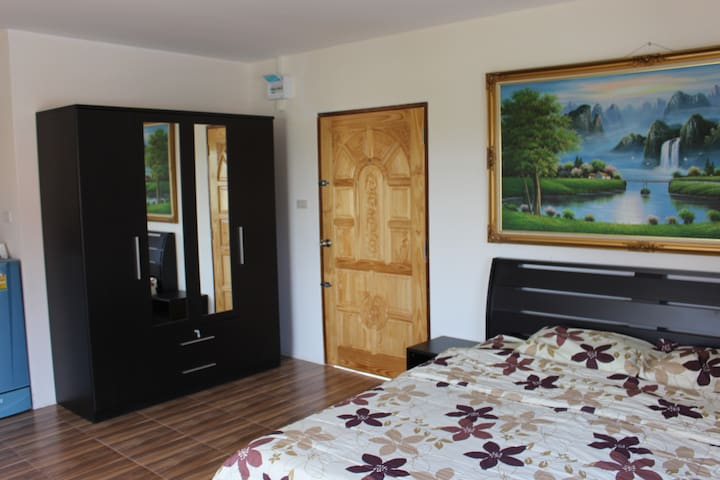 King Size Suite with Balcony and Shower Suite - Phen