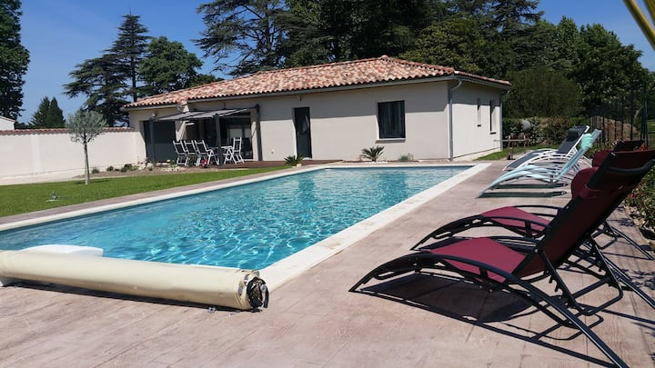 Maison moderne, 3 chambres, climatisation, piscine