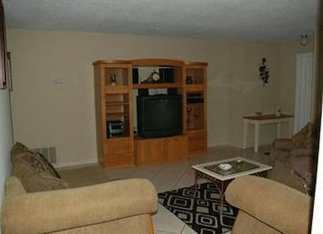 Gorgeous Pool Home - Titusville - Apartament