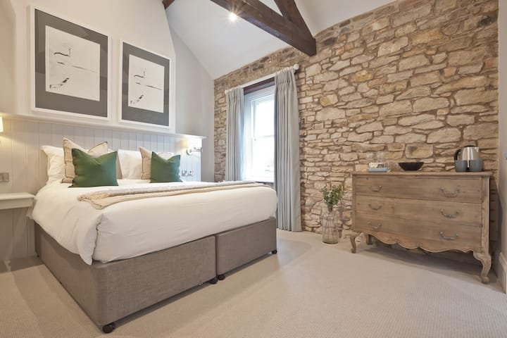 Super King Room - Tithe Barn Hotel