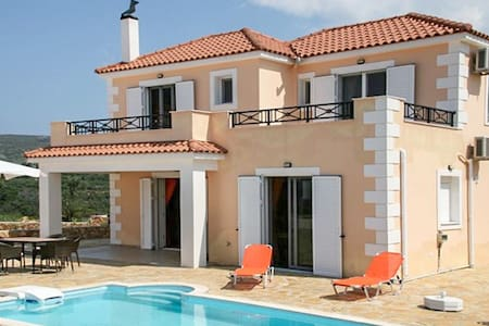 Luxury island getaway with pool, view - Lixouri