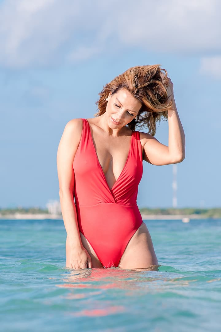 Swimsuit Photography with open Sea