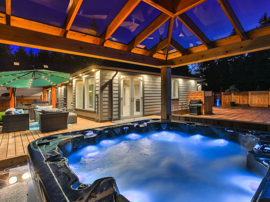 Relax In Our Jacuzzi With Ovearhead Television
